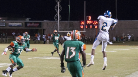 FVSU_s_Slaughter_makes_leaping_catch_against_FAMU_Defense